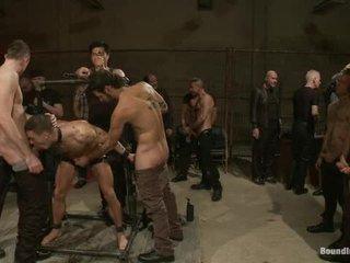 Adam knox gets заловени в а изпразване fest