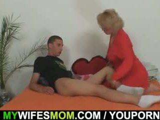 Mother-in-law fucks jos sūnus į teisė