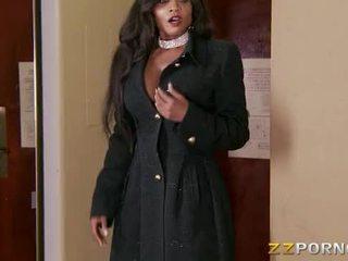 Krūtainas melnādainas izsaukums meitene diamond jackson loves milzīgs dzimumloceklis uz viņai muff