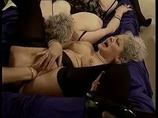 A nous les mamies: mugt garry porno video ad