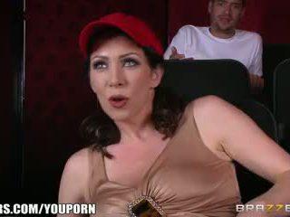 Brazzers - smutsiga momen jag skulle vilja knulla rayveness masturbates i theater