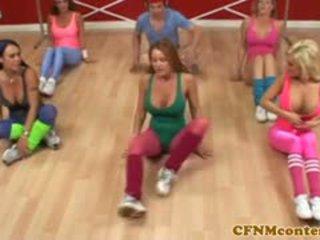 衣女裸体男 femdoms 催人泪下 公鸡 在 aerobics