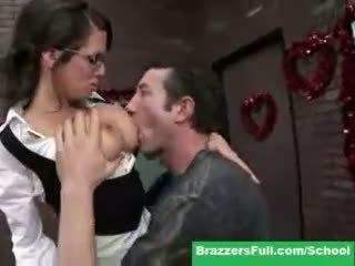 Treyler kız veronica vermek valentines gün detention