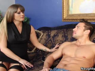 Smut milf holly cuore bounces suo grande arse hole onto suo sons companion snake