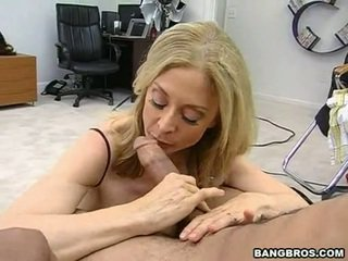 Sensuous momma nina hartley sits onto henne heated muff pie onto en sausage liknande en dissolute cowflicka