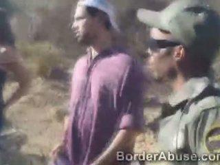 Border virsnieks fucks markas karstās intruder moans no prieks