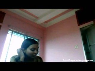 Indien fait maison sexe vidéo de desi nana roshnie avec son boyfriend juteux nichons sucked et pipe sexe