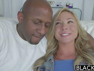 Blacked karstās blondīne pusaudze takes milzīgs melnas dzimumloceklis