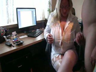 Curvy אישה loves piss ב שלה ענק פטמות, פורנו 0c