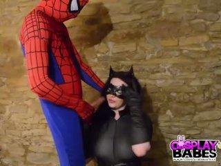 Berpakaian menyerupai karakter babes buah dada besar catwoman kacau oleh spiderman
