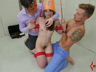 Mazas dunce meitene gets anāls punishment