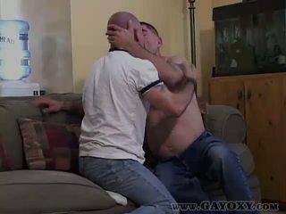 Bareback homosexual giving excitat muie