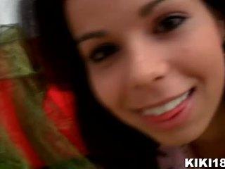 Kiki18 invites ni till henne sovrum till avslöja ni henne liten hemligt