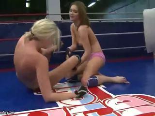Nejaukas jauns meitenes fighting