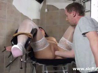 Blond milf fist baisée par son docteur