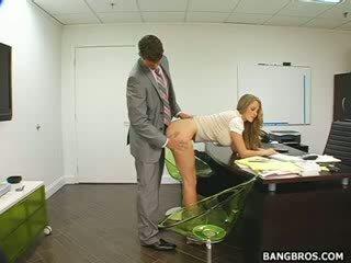 Pitkä haired vaalea seducing hänen pomo