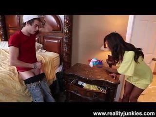 Francesca le catches ele sniffing dela cuecas