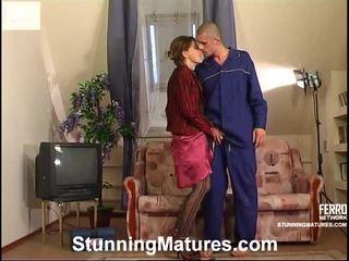 milf sex, порно момиче и мъжете в леглото, porn in and out action