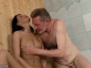 Grootvader en mooi tiener enjoying heet seks