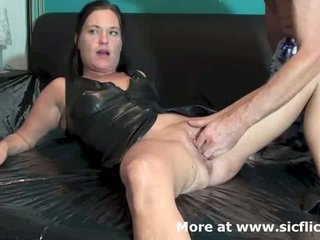 Fisting the wifes loose cunt till viņa squirts