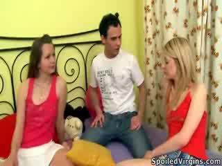 Naomi prepares violetta naar de virginity verlies.