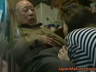 Японки милф enjoys горещ секс part6