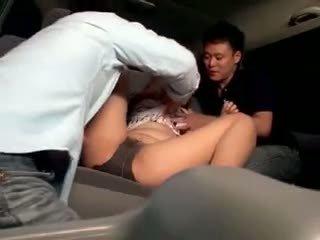 Innocent skolniece gangbanged uz a automašīna