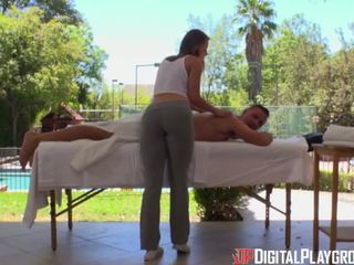 Digitaalinen playground- kuuma masseuse massages iso mulkku