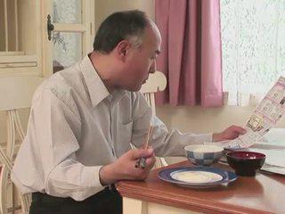 Jap bevállalós anyuka blows