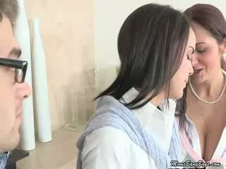 Milf eats dela daughters cona