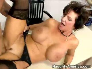 Breasty 媽媽我喜歡操 deauxma receives 性交 由 她的 學生 上 她的 辦公桌