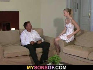 Lui finds suo fidanzata con vecchio uomo