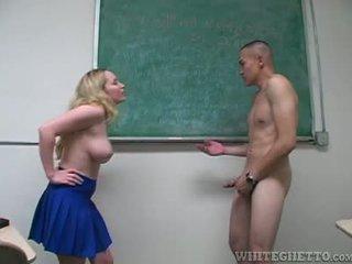 Aiden starr takes soins de 2 perverts en son école salle de classe