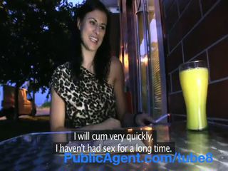 Publicagent seksuālā brunete picked augšup no the autobuss un fucked outdoors