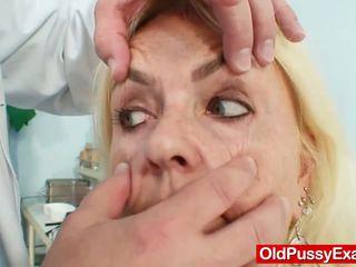 Dun behaard oma vrouw dokter behandeling