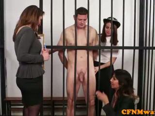 Brit dom apģērbta sievete kails vīrietis policija skaistule humiliate prisoner <span class=duration>- 6 min</span>