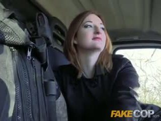 Fake μπάτσος Καυτά ginger gets πατήσαμε σε cops van