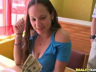 تظاهر إلى نقود. لا جنس!