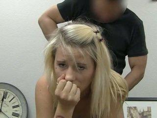 Ania taking obličejový připojenými opčními výstřel