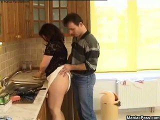 دهن كس مطبخ أرضية اللعنة, حر المرأة الجميلة كبيرة الاباحية 81