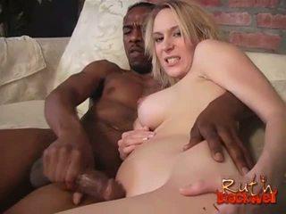 Erin moore gets cummed от а черни стъд