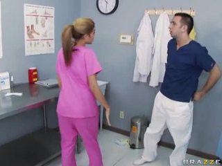 Mamalhuda enfermeira a foder com dela médico