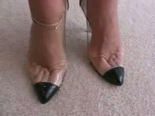 รองเท้าส้นสูง, เครื่องรางเท้า, footjob