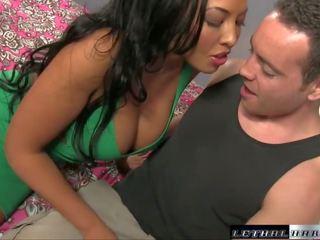 Super hot britisk trinn mamma bangs henne stepson og milks hans kuk tørr