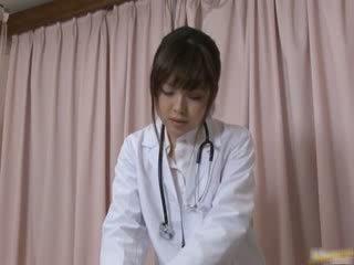 Japans female dokter gets sommige heet seks
