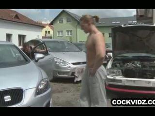 Mechanic in stranka jebemti outdoors