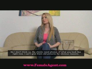 Femaleagent lớn breast đúc