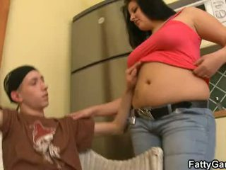 Sexy pompues seduces an i ri dude