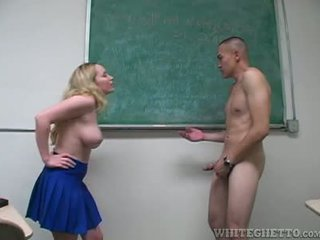 Aiden starr takes zorg van 2 perverts in haar school- klas