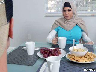 výstřik, arab, sestra